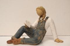 Escultura: Chica leyendo